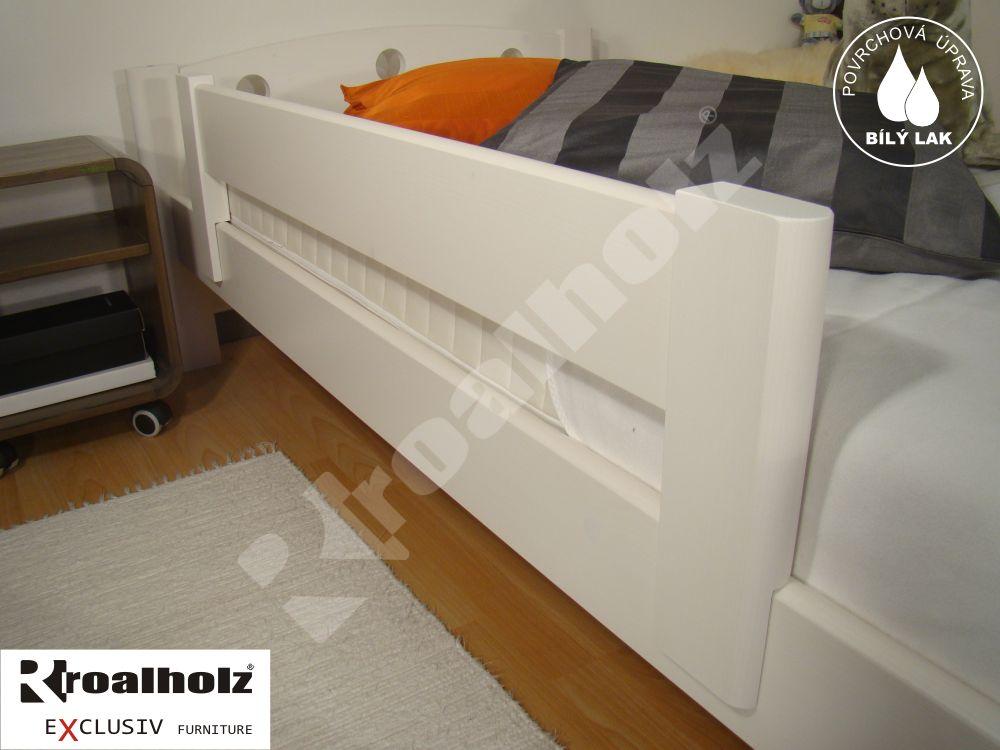 bílá dětská zábrana UNI nasouvací na postel (bílá dětská bezpečnostní zábrana nasouvací z masivu UNI na postel)